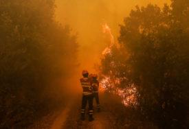 BUKTI POŽAR IZNAD MOSTARA Gašenje vatre otežava minirano područje