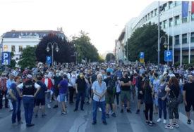 PROTESTI SE PRELILI NA DRUGE GRADOVE Demonstranti blokirali ulice u Nišu, Kragujevcu i Novom Sadu