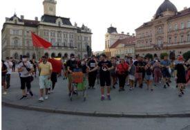 """""""NEMA KARANTINA, TO JE PRVA POBJEDA"""" Demonstranti u protestnoj šetnji u Novom Sadu"""