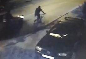 VOZAČ U BJEKSTVU Automobilom pokosio tinejdžera dok je vozio bicikl (VIDEO)