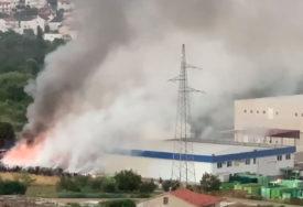 VELIKI POŽAR U SPLITU U gašenju je učestvovalo 13 vozila i 40 vatrogasaca (VIDEO)