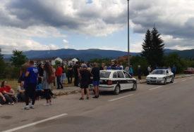 POČEO MIRAN PROTEST GRAĐANA Otpad iz Italije još nije odvezen iz Drvara