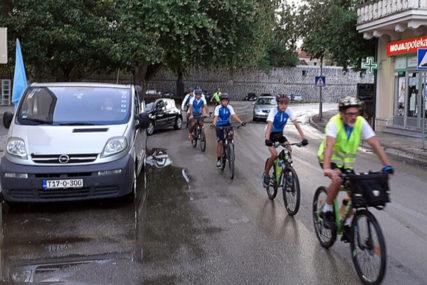 ŠESTODNEVNO PUTOVANJE I OBILAZAK SVETINJA Trebinjski biciklisti krenuli na hodočašće po Srbiji