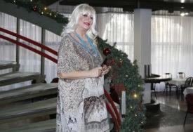 NESNOSNI BOLOVI ZBOG SKIDANJA SALA Pjevačica muči muku sa viškom kilograma