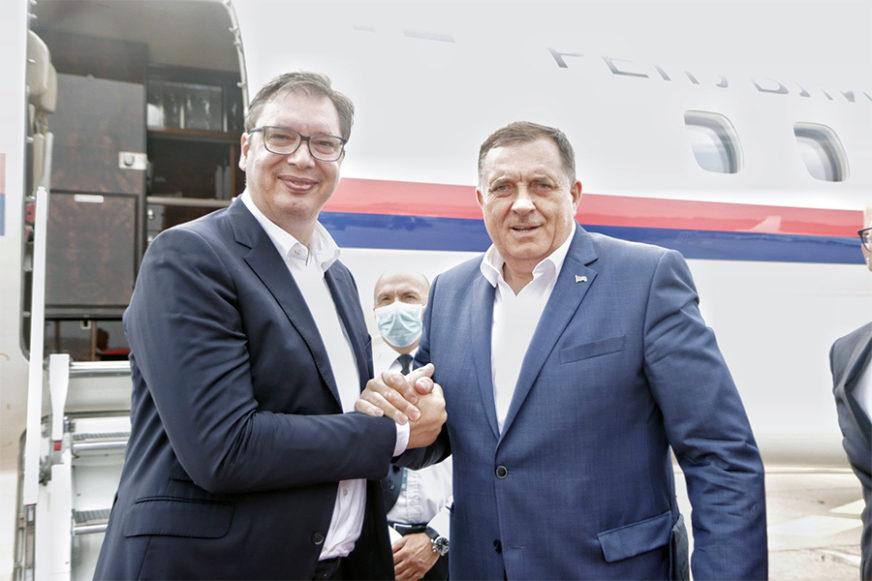 DVOSTRUKA IGRA Vučić javno podržava Dodika, a tajno pokušava da ga se riješi