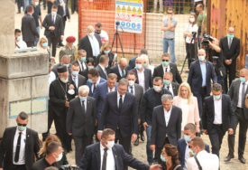 DOČEKAN I ISPRAĆEN APLAUZOM Vučić obišao gradilište u koje je Srbija uložila 1,6 MILIONA KM (FOTO)