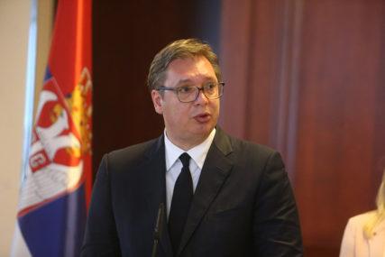 EKSKLUZIVNO IZ VAŠINGTONA Vučića na stolu dočekao papir SA PRIZNANJEM KOSOVA