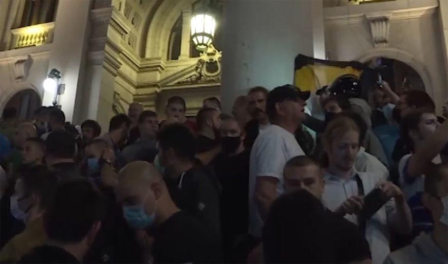 NE ŽELE POLITIČARE Demonstranti otjerali Jeremića, Noga i Sandulovića