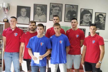 ZALOG ZA BUDUĆNOST Borac potpisao ugovore sa sedam mladih rukometaša