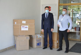 """""""SPREMNI ZA SVE IZAZOVE"""" Prijedorskoj bolnici donirana dva respiratora"""