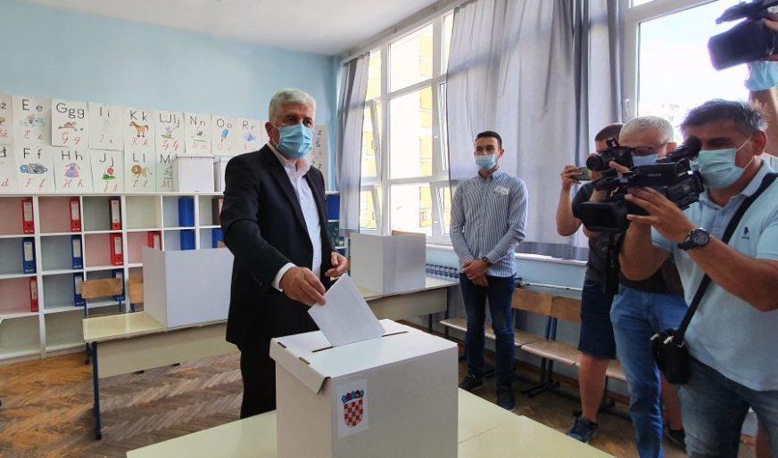 ČOVIĆ GLASAO Lider HDZ BiH pozvao Hrvate da izađu na izbore u Hrvatskoj