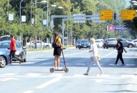 SVE POPULARNIJE PREVOZNO SREDSTVO Ukoliko električne trotinete definišu kao motorna vozila, maloljetnici ih neće moći voziti