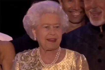 JELKA OD SEDAM METARA Zamak u kojem će kraljica Elizabeta provesti praznike odiše ČAROLIJOM  (FOTO)