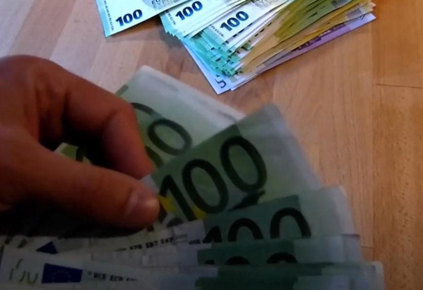 KAD JE UOČIO BILO JE KASNO Zabunom bacio 22.000 evra u kontejner