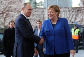 """PUTIN I MERKEL RAZGOVARALI O UKRAJINI """"Minski protokol nema alternativu"""""""