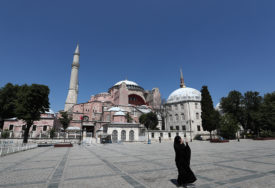 NEUNIŠTIVA I NERAZORIVA Amfilohije poručio da je pokušaj pretvaranja Aja Sofije u džamiju BEZUMLJE