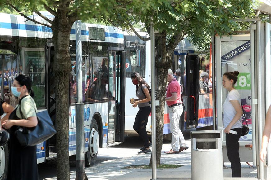 """SPREMAN JE ZA ČERNOBILJ, A NE ZA KORONU"" Ova slika iz javnog prevoza je INTERNET HIT (FOTO)"