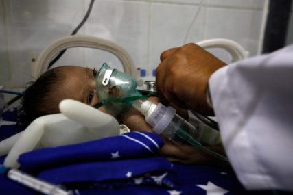 EPIDEMIJE I GLAD U RAZORENOJ ZEMLJI Potresne slike patnje mališana u Jemenu
