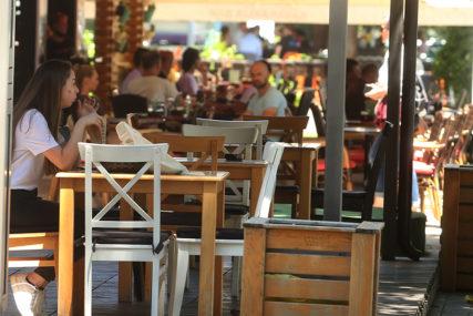 VLADA UVELA NOVE MJERE Barovima i restoranima skraćeno radno vrijeme