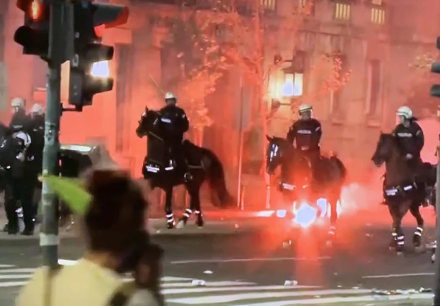 KONJICA ISPRED SKUPŠTINE Letjele kamenice i suzavac, policija potiskuje demonstrante ka Terazijama