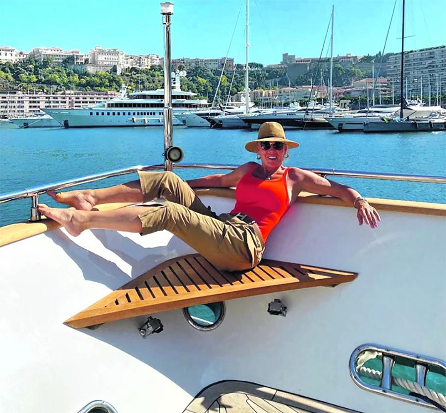 LEPA BRENA UŽIVA NA JAHTI Zvijezda se provodi na plažama i po luksuznim  restoranima u Monaku (FOTO) | Radio Prnjavor