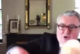 """ROKO, SPUSTI REP"" Mačak britanskog parlamentarca prekinuo onlajn sastanak (VIDEO)"