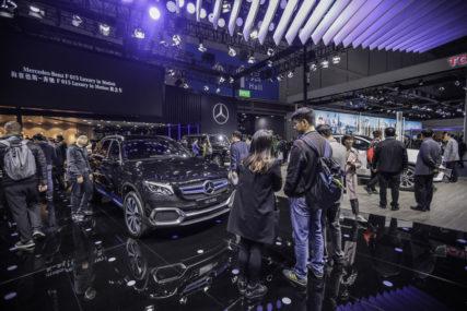 """OPASNOST OD CURENJA ULJA """"Mercedes-Benc"""" u Kini povlači više od 660.000 vozila"""