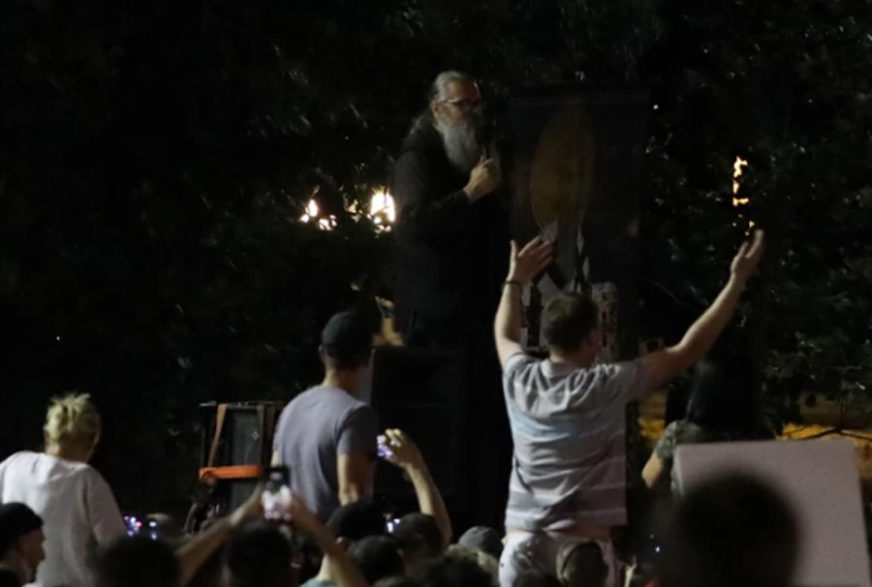 """""""NE DAJTE NOVINARIMA DA RADE!"""" Raščinjeni monah Antonije ima burnu prošlost"""