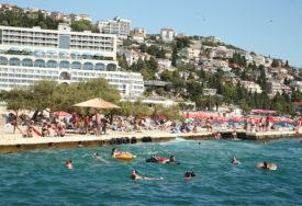 BLIŽI SE LJETNA SEZONA Oko 2.000 ljudi u Crnoj Gori zainteresovano za sezonski rad