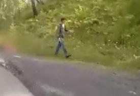 KRVAVU SCENU SNIMIO PROLAZNIK Djeca gledala kako je otac preklao majku (UZNEMIRUJUĆI VIDEO)