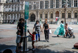 SVE VEĆI BROJ ZARAŽENIH U Parizu obavezno nošenje maski na otvorenom