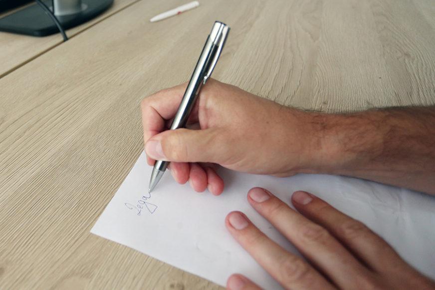 Ni poslije 31 godinu rada nije izgubio motivaciju: Učitelj djeci u knjižice stavlja pisamca, uči ih pravim vrijednostima