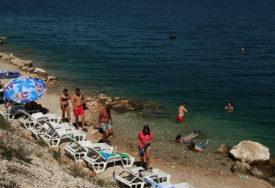 Na svim kupalištima na Velikoj plaži istaknute crvene zastave: Dva muškarca se u utopila na crnogorskom primorju