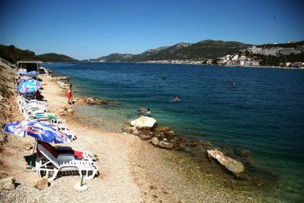 Neizvjesna turistička sezona DONIJELA PROBLEME: U Crnoj Gori od marta bez posla ostalo PREKO 15.000 LJUDI
