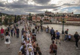 KORONO, ZBOGOM U Češkoj napravili OPROŠTAJNU ŽURKU za opaku zarazu (FOTO)