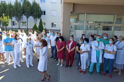 PROTESTI U BIJELJINI Doktori i medicinari pružili podršku smijenjenoj direktorici bolnice