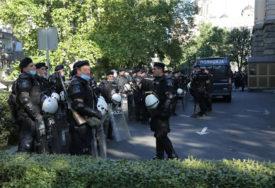 UHAPŠENO VIŠE OD 70 DEMONSTRANATA U protestima u Beogradu povrijeđeno 19 osoba