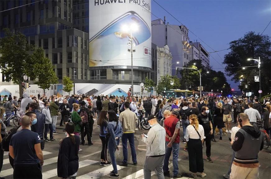 ZATVOREN SAOBRAĆAJ Protest ispred Narodne skupštine Srbije
