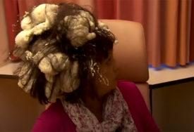 NEVIĐENA FRIZURA Umjesto pjene za kosu, kupila je PUR PJENU i napravila haos (VIDEO)