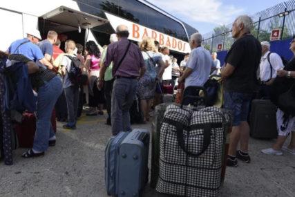 DA LI PONOVO PRIJETE OTKAZI? Zbog rekordnog broja zaraženih u Njemačkoj radnici sa Balkana drugi put na udaru