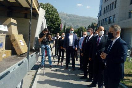 """""""ZDRAVLJE JE PRIORITET"""" ERS podijelila 10 respiratora zdravstvenim ustanovama Srpske"""