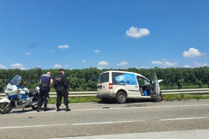 OTEŽAN SAOBRAĆAJ Udes na magistralnom putu Brčko – Bijeljina (FOTO)