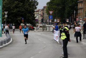 SLIKA KOJA JE POTRESLA BALKAN Suze divljenja na maratonu u Sarajevu