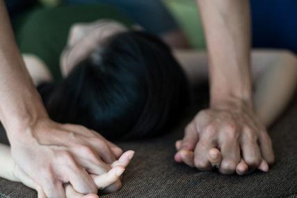 DETALJI UŽASA U PRNJAVORU Djevojčicu na silu ljubili i dirali po intimnim dijelovima tijela