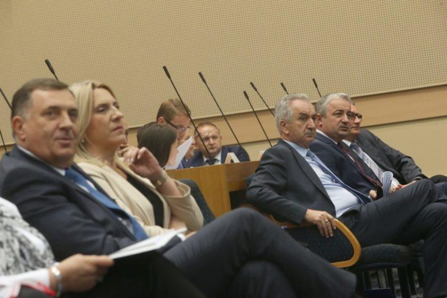 SLOGA SPASAVA SRBINA, A NESLOGA FOTELJE Kako u partijama gledaju na političko jedinstvo