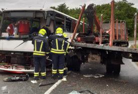 EPILOG TEŠKE NESREĆE NA MANJAČI Povrijeđeni vozač autobusa i četiri putnika