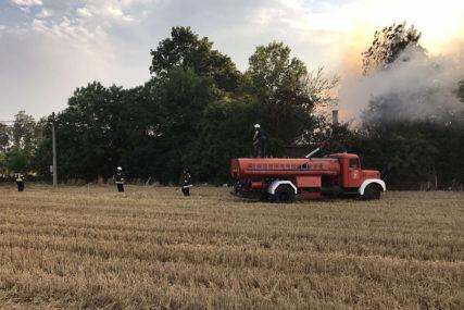 DRAMA KOD BIJELJINE Tokom gašenja požara RANJEN VATROGASAC (FOTO)