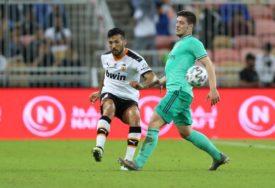 HUMANI JOVIĆ Fudbaler donirao novac i dres za aukciju
