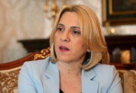 """""""Stub porodice i društva"""" Cvijanovićeva povodom 8. marta poručila da su žene potencijal za razvoj u svim sferama Srpske"""
