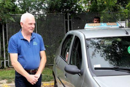 """""""MAJKA JE BILA JAKA, KAO VUČICA"""" Taksista Željko svjedočio rođenju djevojčice na zadnjem sjedištu vozila (FOTO)"""
